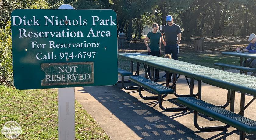 dick-nichols-park-picnic-tables