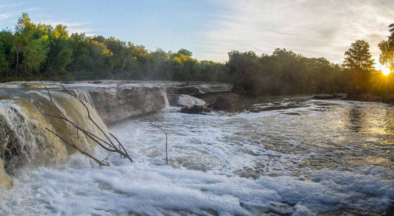 the lower falls at mckinney falls state park